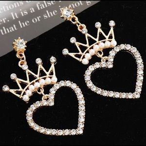 3️⃣@$30 Crystal Heart Shaped Crown Stud Earrings